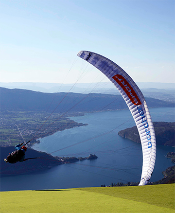 Photo de parapente au Lac d'Annecy - Annecy Mountains