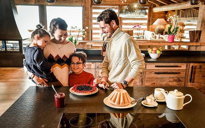Famille dans un chalet - Annecy Mountains